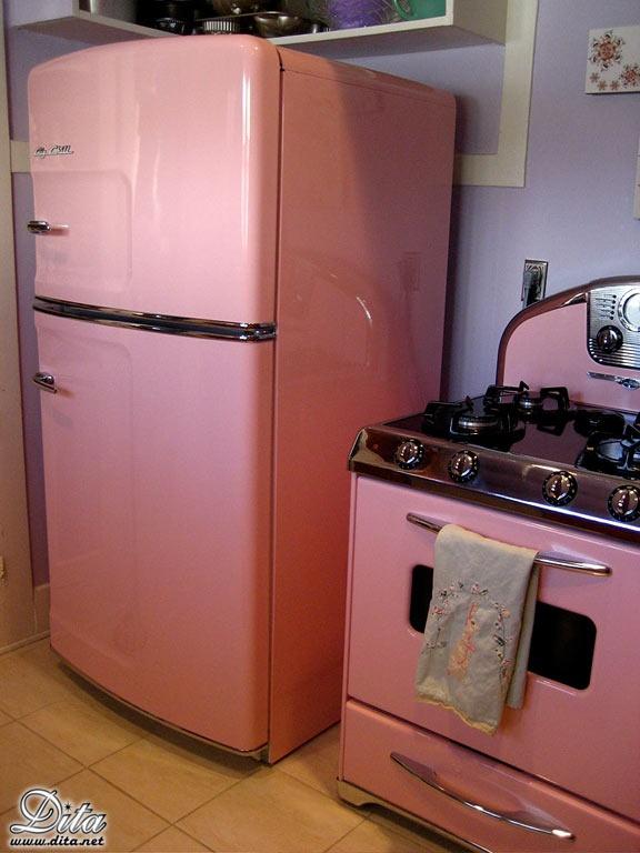 Mauricio gastelum hernandez retro estufa y refrigerador en rosa mauricio gast lum hern ndez - Roze keuken fuchsia ...